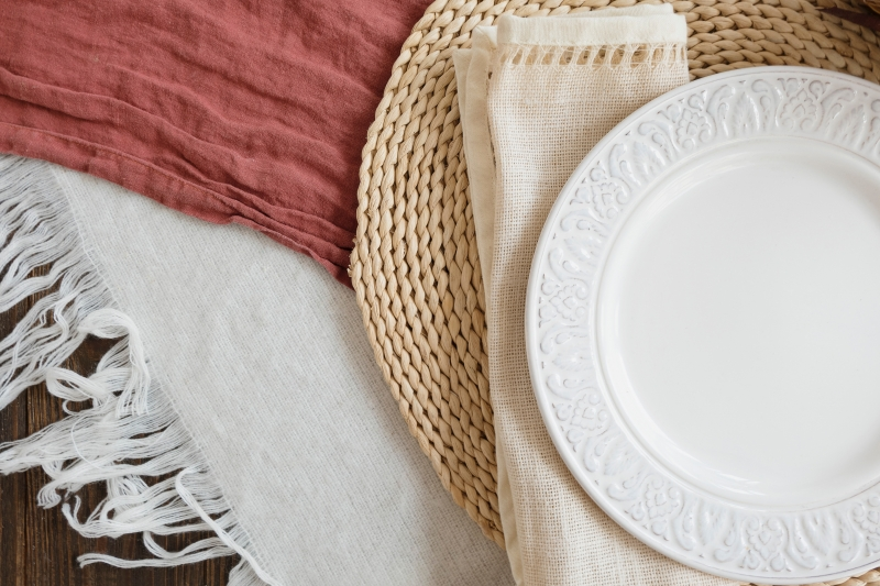 Cloth napkins and plate.